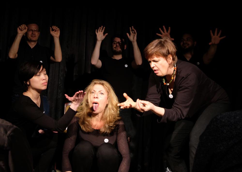 Improtheater-Show von Improglycerin - hier sähe man eine wilde Szene